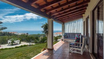 Ericeira Villa Hostel and Suites