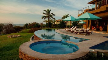 Luxury Surf Villa Lunada